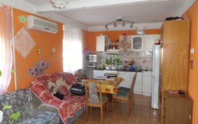 2+2 félszobás téglaépítésű szigetelt családi ház eladó garázzsal