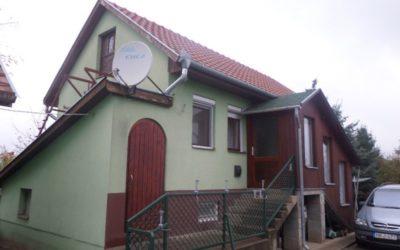 Alma dűlőben új építésű családi ház eladó mellékkel garázzsal