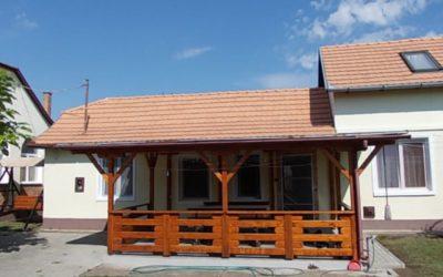 Hőforrás utcán családi ház 2 db apartmannal eladó