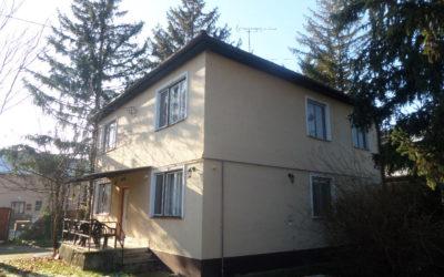 Fürdőhöz közel 10 szobás téglaépítésű családi ház eladó