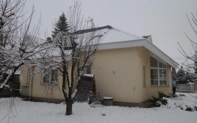 Bánomkertben fiatal családi ház eladó nagy nappalival