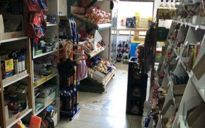 Hajdú utcán élelmiszerbolt eladó teljes berendezéssel, árukészlettel