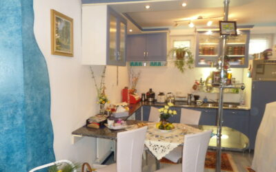 Szurmai utcán 2007ben épült kertkapcsolatos földszinti szép lakás eladó
