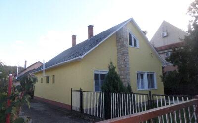 Bánomkerti utca elején eladó 3 szobás szép családi ház