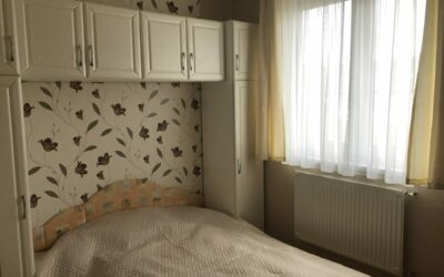 Fürdő közelében 1,5 szobás társas-házi lakás eladó