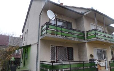 Bánom kertben 2 szintes téglaépítésű 3 szobás  lakás vagy üdülő eladó kertkapcsolattal