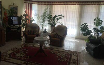 Fürdő közelében 4 szobás nagy nappalis ház eladó