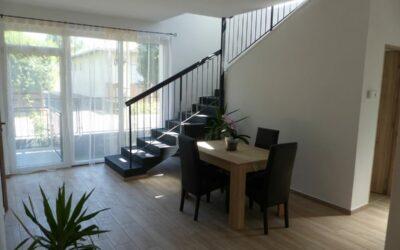 Központban eladó egy 2 szintes modern szigetelt családi ház