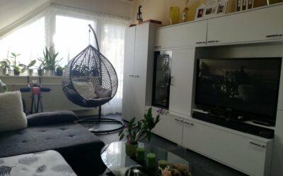 Oláh Gábor utcán 80nm-es szép nagy lakás eladó kis kerttel autóbeállóval