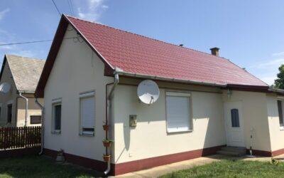 Nagyhegyesen 2003-ban épült tégla alapú 3 szobás családi ház eladó
