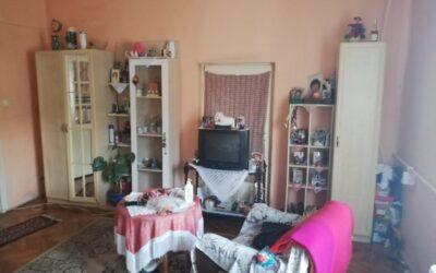Kossuth utcán 2 szobás ház eladó minden közművel telekként is ajánljuk