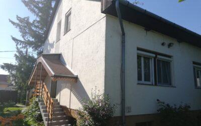 2 szintes téglaépítésű 2 generációs családi ház eladó alápincézve