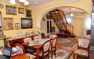 Központban 2 szintes szép ház eladó