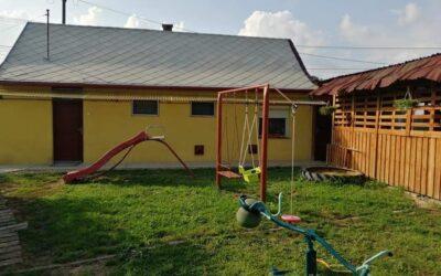Fürdő környékén eladó 2 szobás felújított kis kertes ház