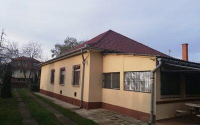 Fürdőnél 6 szobás családi ház eladó garázzsal vendégtartásra kialakítva