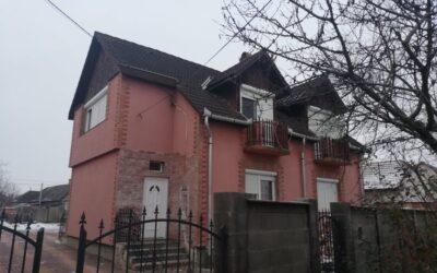 2 szintes téglaépítésű szigetelt szép családi ház eladó 4 apartmannal