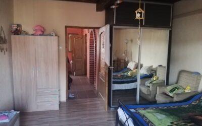 Csendes helyen eladó 2 szobás felújított családi ház garázzsal gáz cirkófűtéssel