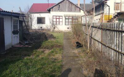 Központban eladó építési telek bontandó házzal minden közművel