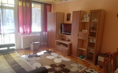 Szilfákalján eladó egy 1 emeleti erkélyes felújított nagy konyhás szép lakás