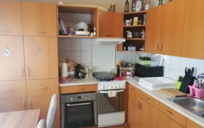 Isonzó utcán eladó 2 szobás erkélyes nagy konyhás felújított lakás