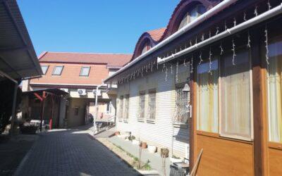 Fürdőtől 300 méterre eladó egy gyönyörűen felújított panzió családi házzal 7 apartmannal