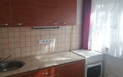 Major utcán 2 szobás nagy konyhás lakás eladó jó áron