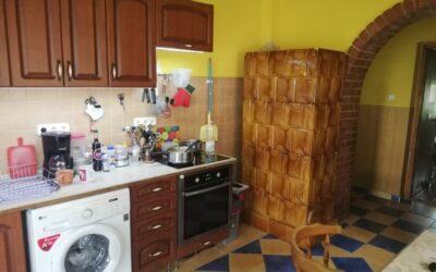 Központhoz közel 3 szobás felújított családi ház eladó terasszal melléképülettel