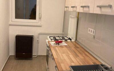 Debrecenben Sámsoni úton eladó 2 emeleti középső felújított téglalakás