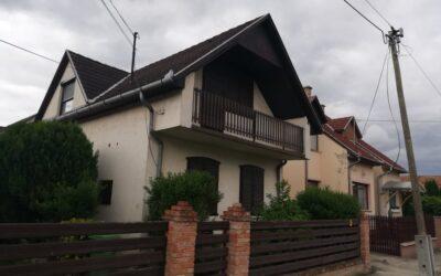 Szívós utca környékén eladó 2 szintes 4 szobás felújított családi sorház garázzsal