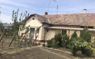 Kertvárosi 2 szobás részlegesen felújított családi ház eladó jó áron