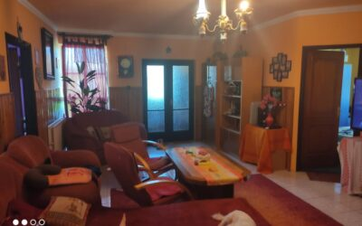 Arany János utca környékén eladó 3 szoba nagy nappalis családi ház terasszal