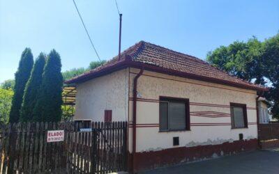 Ady Endre utcán eladó 2 szobás családi ház nagy terasszal