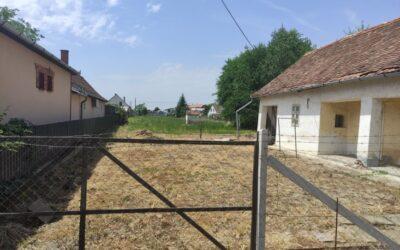 Kertvárosban eladó 1000 nm telek bontandó házzal