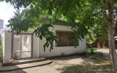 Nyárfa utcán téglaépítésű kis ház eladó kis kerttel