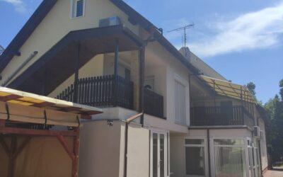 Bánom kerti úton 15 szobás vendégház eladó 6 különálló lakással felújítva napelemmel ellátva