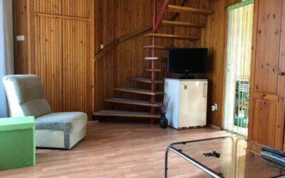 Akácfa utcán 2 szintes téglaépítésű ház eladó kis telken nagy terasszal